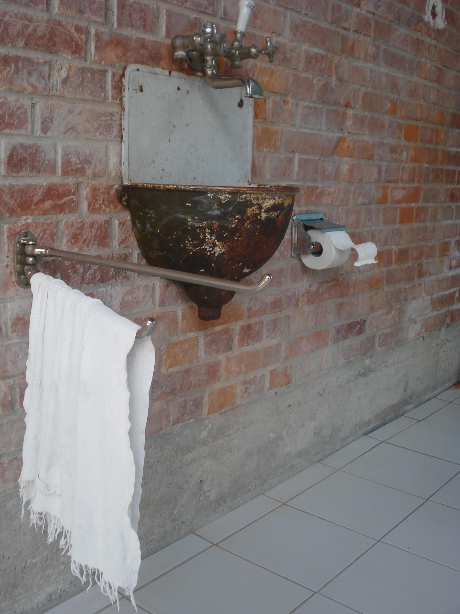 Installation nach dem Grossbrand von Sylvia Heuser